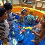 暑い日には…水遊び!と…
