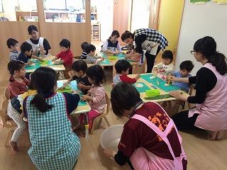 園児の健康を祈念して、カーサムーチー作りに挑戦!